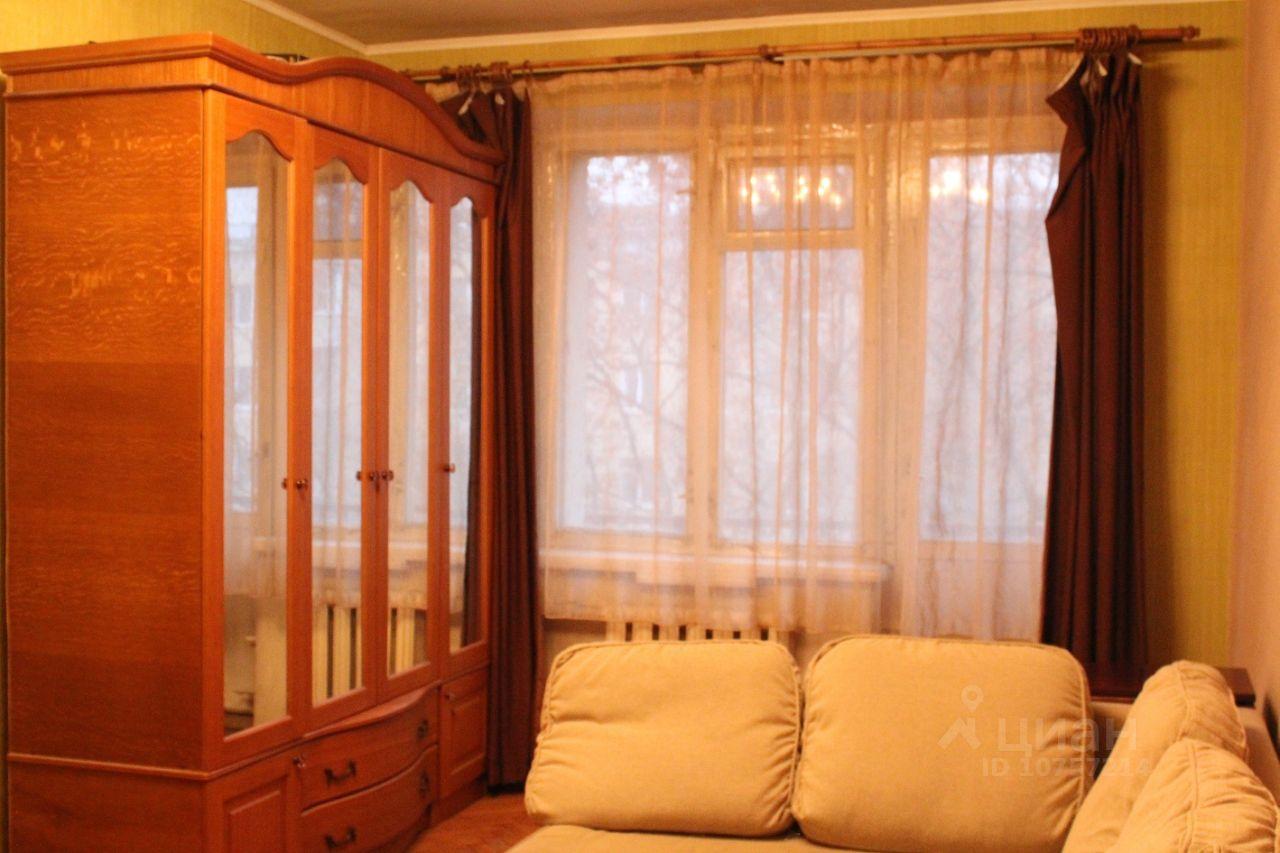 продаю двухкомнатную квартиру город Москва, метро Филевский парк, Кастанаевская улица, д. 36К1