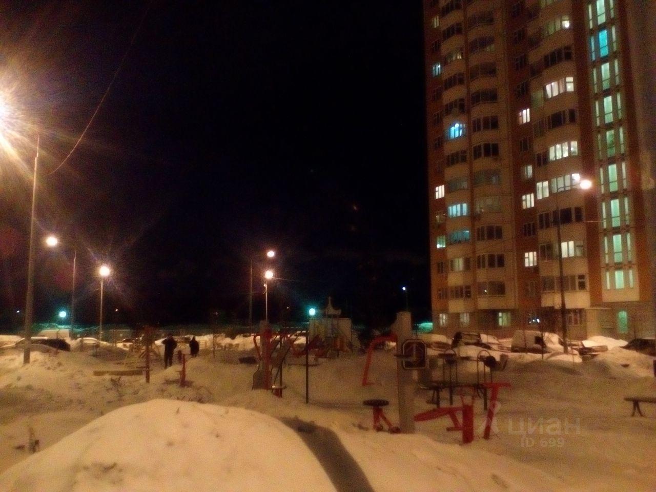 продам трехкомнатную квартиру Ленинский район, деревня Дрожжино, шоссе Новое, д. 9к1