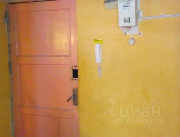 Продается двухкомнатная квартира за 900 000 рублей. Россия, Челябинская область, Копейск, посёлок Бажово, улица Бажова, 12.