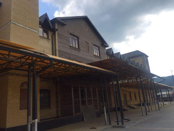 Торгово-общественный центр на ул. Курортная, 181А