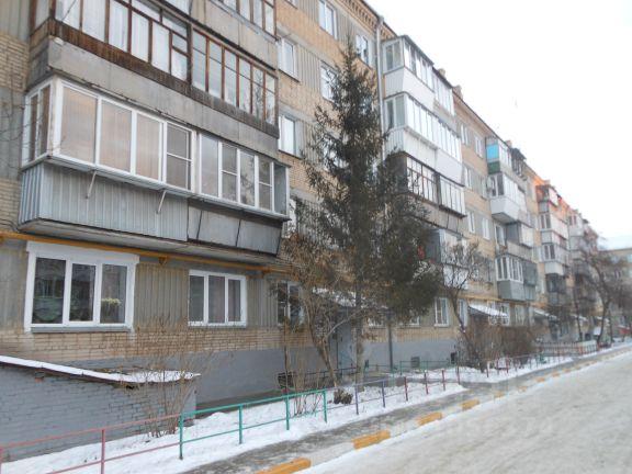 Продается двухкомнатная квартира за 1 189 000 рублей. Россия, Челябинская область, Копейск, Гастелло 25.