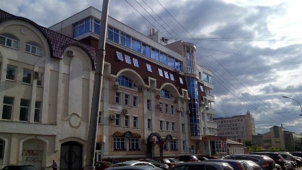 Торгово-офисный комплекс на ул. Державинская, 16