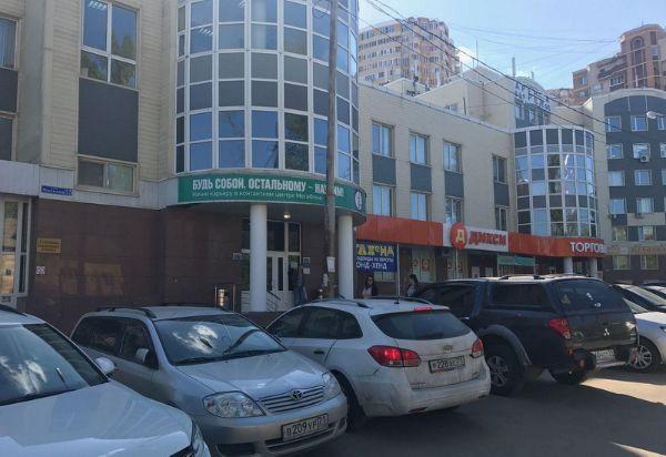 Торгово-офисный комплекс на ул. Михеева, 15