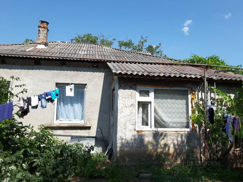 Продам чудесный дом в центральной части города севастополя ул н музыки, общая площадь 90,4кв.м,жилая 60кв.м, в доме 6 комнат смежно- изолированные (высота потолков 3м).,веранда,летняя кухня, гараж.