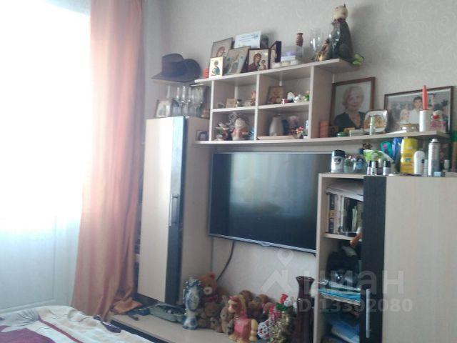 Продается трехкомнатная квартира за 2 300 000 рублей. Россия, Саратов, Тульская улица, 49.
