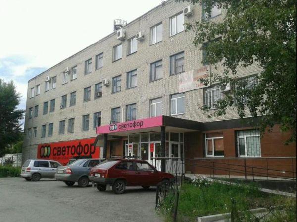 Торгово-офисный комплекс на проспекте Машиностроителей, 36