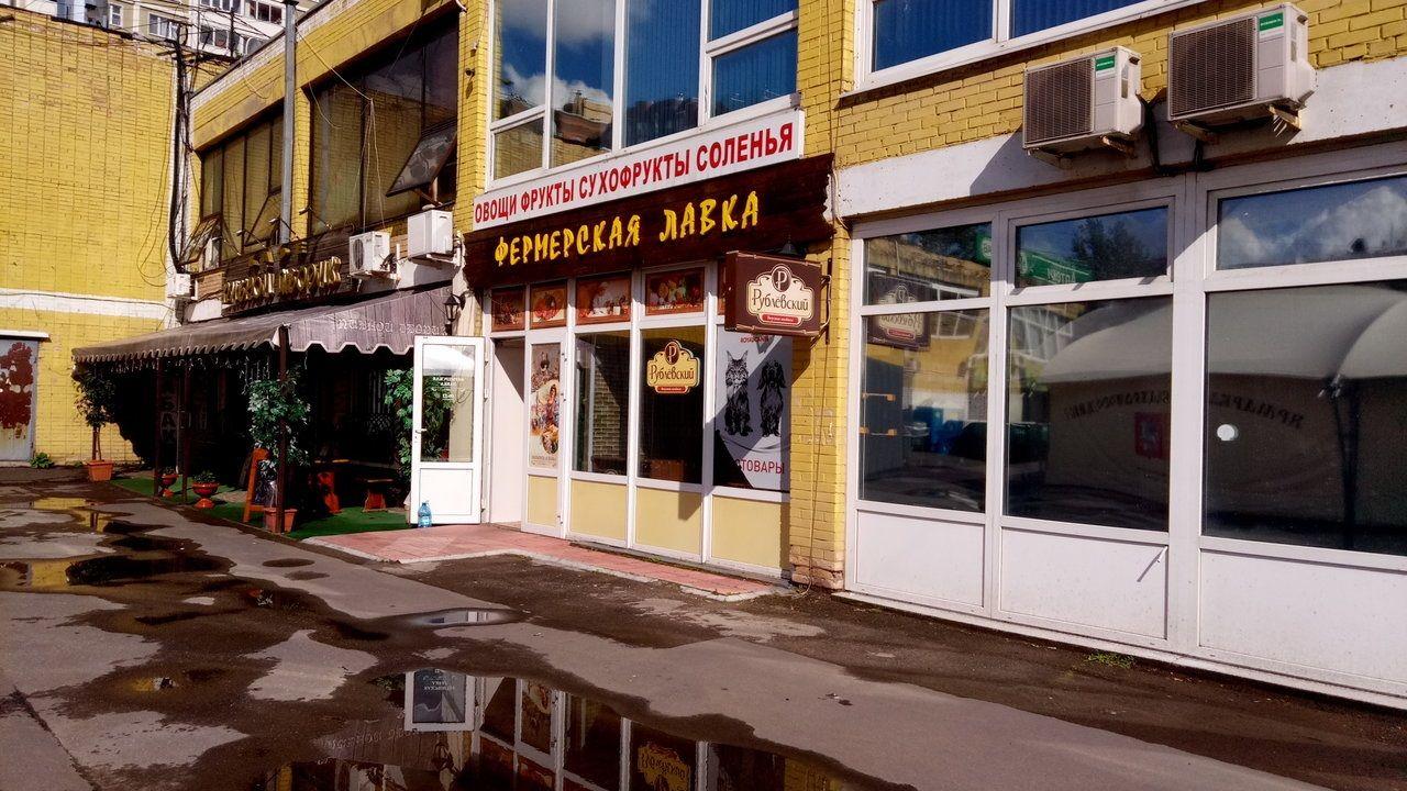 Торговом центре на ул. Обручева, 11