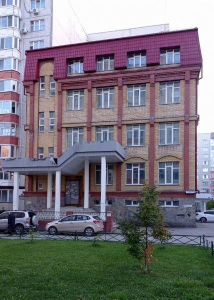 Отдельно стоящее здание на ул. Пермякова, 72к2