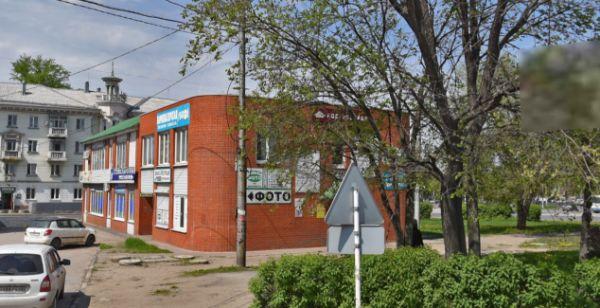 Торгово-офисный комплекс на площади Металлургов, 7