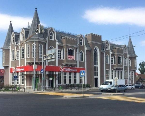 Торгово-офисный комплекс на ул. Красная Набережная, 207