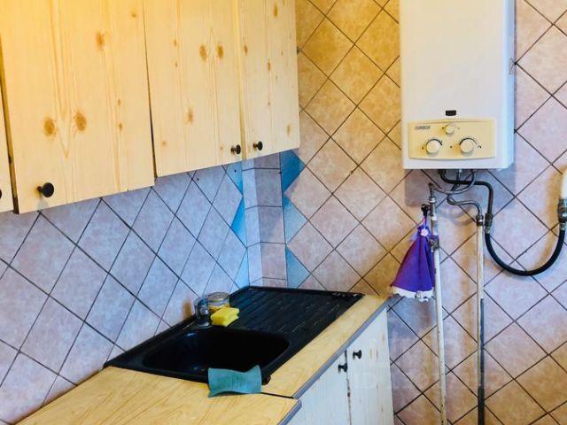 Продается четырехкомнатная квартира за 2 500 000 рублей. Россия, Ростовская область, Батайск, улица Луначарского, 177.