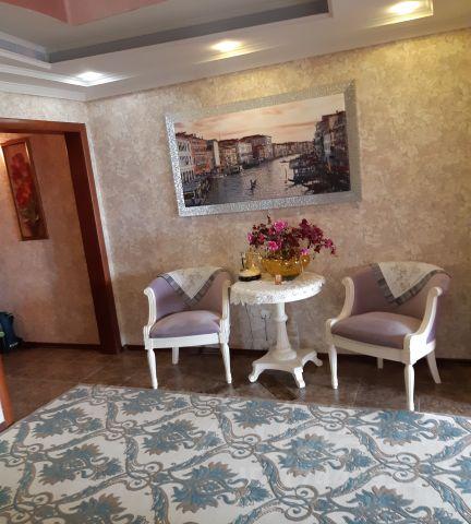 Продается трехкомнатная квартира за 7 900 000 рублей. Россия, Ямало-Ненецкий автономный округ, Салехард, улица Свердлова, 43.