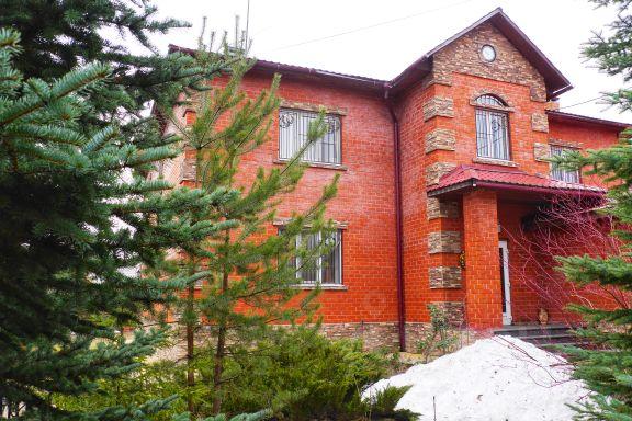 Частный дом в пригороде москвы что отнести в дом престарелых