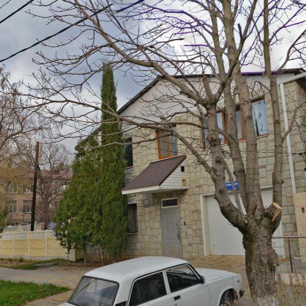 Отдельно стоящее здание на ул. Серафимовича, 20
