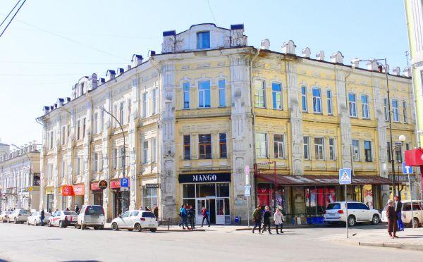 Торгово-офисный комплекс на ул. Сухэ-Батора, 18