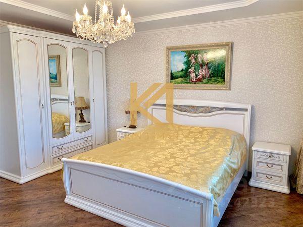Продается трехкомнатная квартира за 16 999 999 рублей. Россия, Саратов, Театральная площадь, 1/37.