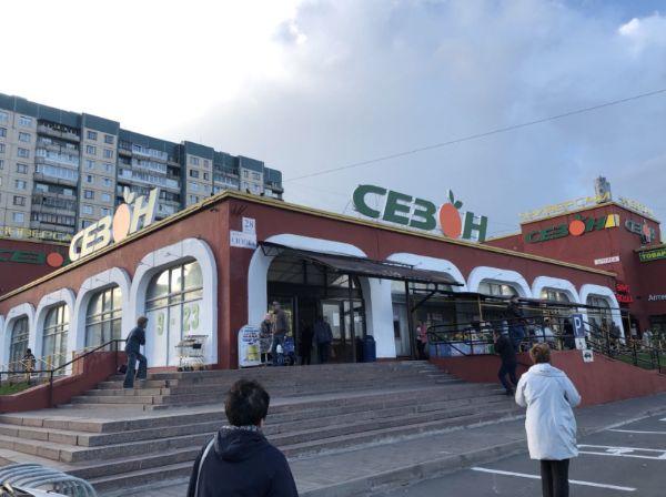 Торговый центр на проспекте Сизова, 28