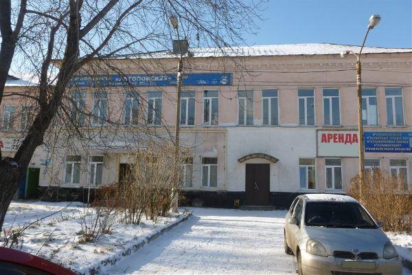 Отдельно стоящее здание на проспекте Калинина, 67
