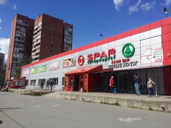 Торговый центр на проспекте Луначарского, 60к1