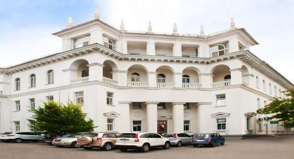 Административное здание на проспекте Нахимова, 15
