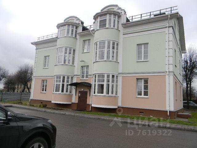 Продается трехкомнатная квартира за 6 000 000 рублей. Россия, Новгородская область, Великий Новгород, Торговая сторона, Славная улица, 24.