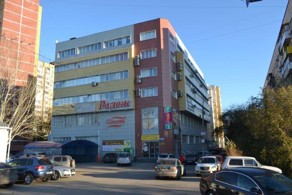 Торгово-офисный комплекс на ул. Двинская, 15