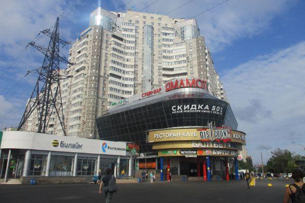 Торгово-развлекательный центр на проспекте Испытателей, 7