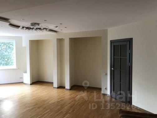 Продается двухкомнатная квартира за 2 950 000 рублей. Россия, Ростовская область, Таганрог, улица Дзержинского, 142-6, подъезд 1.