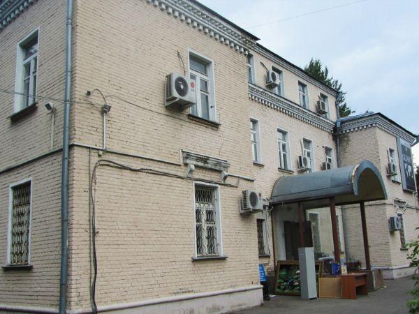 Отдельно стоящее здание на ул. Нарвская, 10