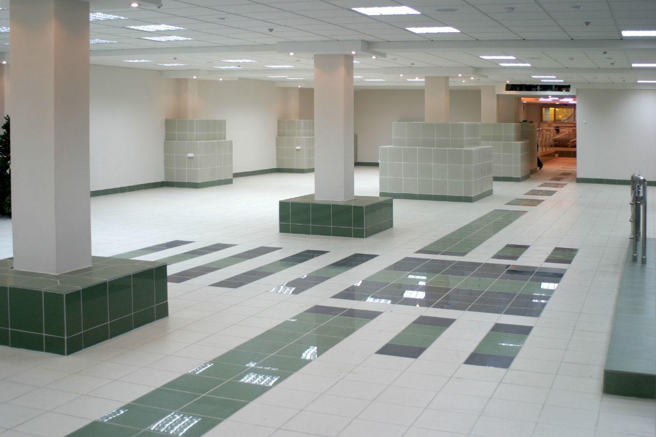 Торговом центре на ул. Бурова-Петрова, 60