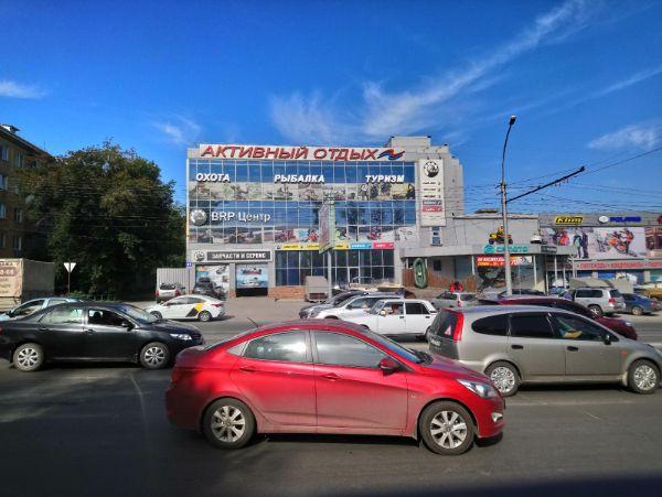 Торговый центр на ул. Ватутина, 61