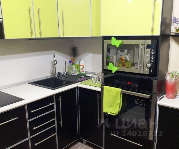Продается трехкомнатная квартира за 3 500 000 рублей. г Курск, пр-кт Победы, д 28Б.