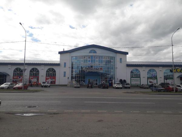 Специализированный торговый центр на ул. Ветеранов Труда, 47