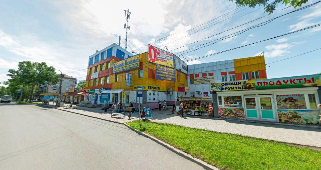 Торговом центре на ул. Дзержинского, 8
