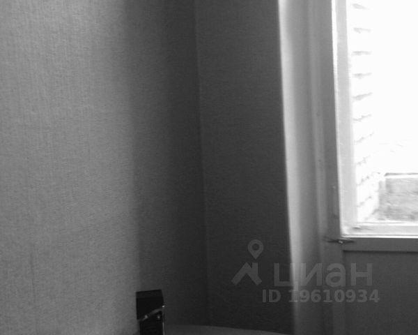 Продается однокомнатная квартира за 695 000 рублей. Саратовская обл, г Балаково, ул Октябрьская, д 42.