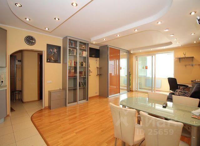 Продается двухкомнатная квартира за 15 000 000 рублей. г Москва, пер Вятский 4-й, д 18 к 3.