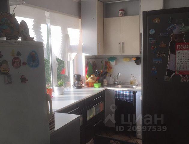 Продается трехкомнатная квартира за 2 050 000 рублей. г Великий Новгород, ул Октябрьская, д 4 к 1.
